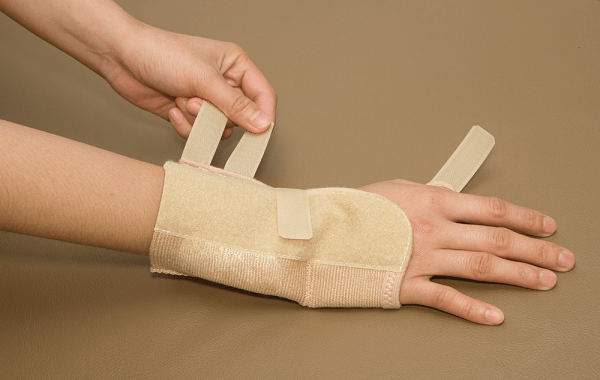 carpal tunnel syndrome remove the wrist brace