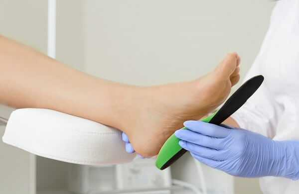 Fitting orthotic insoles
