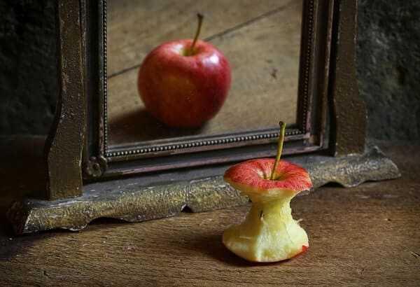 apple reflecting mirror