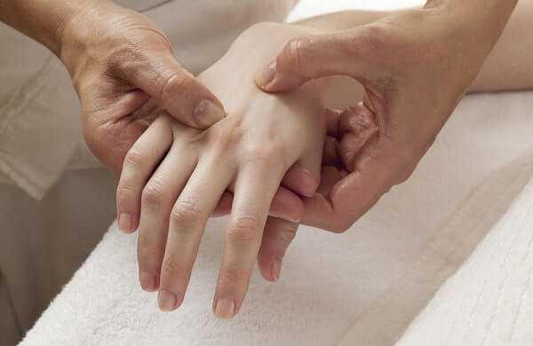 shiatsu massage on hands arthrosis