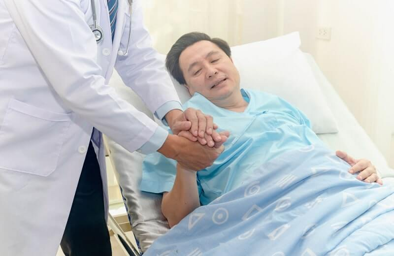 doctor giving advice to take care the lesion after out of hospital